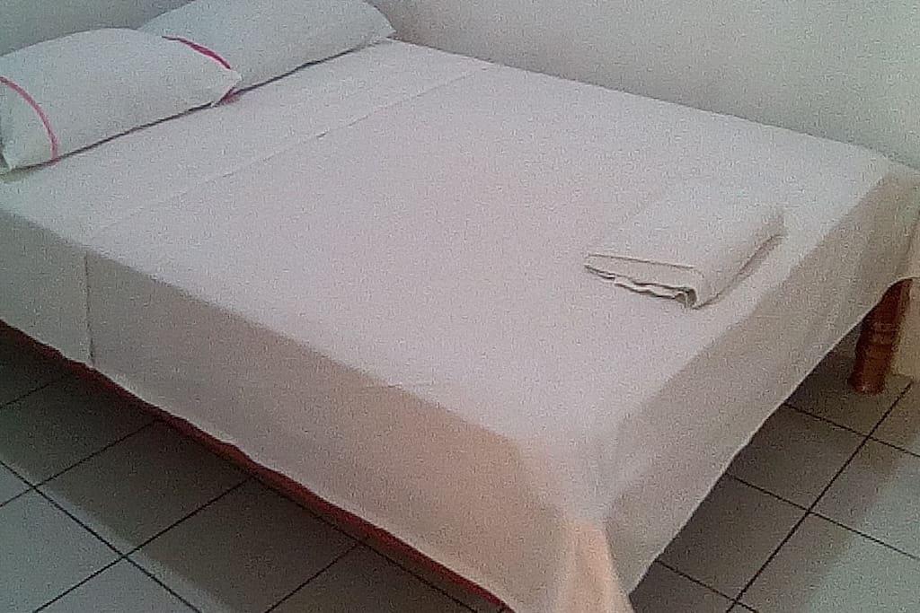 La cama para los clientes matrimonial un precio de 45 dolares p noches