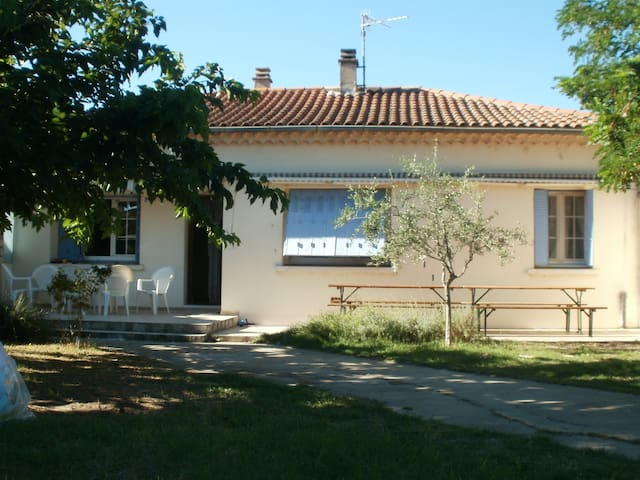Chambre + Espace privée dans villa. - Bollène - House