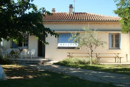 Chambre + Espace privée dans villa. - Bollène - Talo
