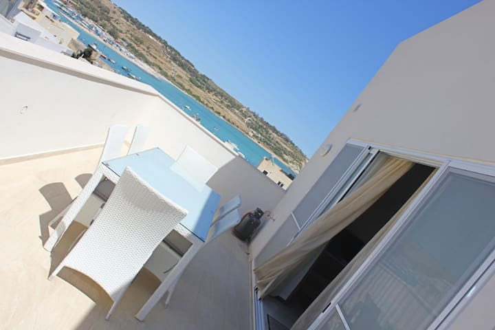 Sunny Penthouse enjoying Marsaxlokk Harbour views