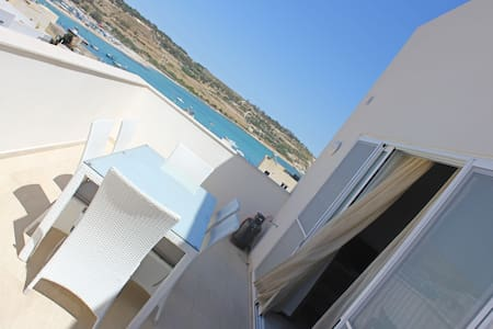 Sunny Penthouse enjoying Marsaxlokk Harbour views