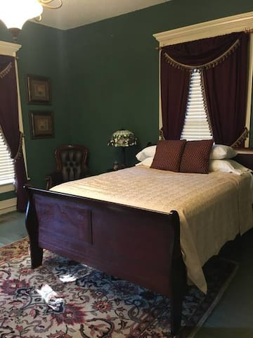 Commodore Bed & Breakfast / Library Room