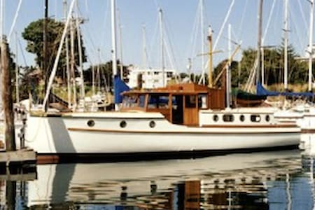 Classic Wooden 40 foot Yacht, Victoria - Sidney