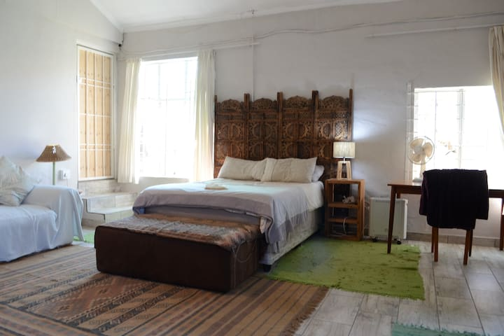 VEGAN Home, Large Private Space, FIBRE-WIFI