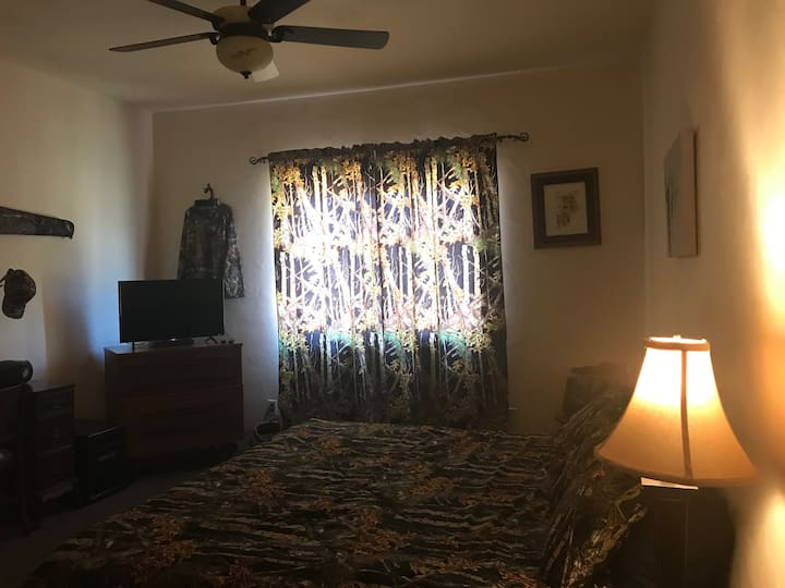 San Diego County-Rancho Cielo Azul-Camo Room