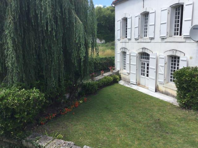 Maison Du Pont Riverside B+B Bedroom 3~La Riviere - La Rochebeaucourt-et-Argentine - Bed & Breakfast