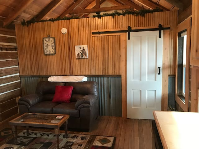 Comfy Vintage Cabin in Philipsburg You Will Love!