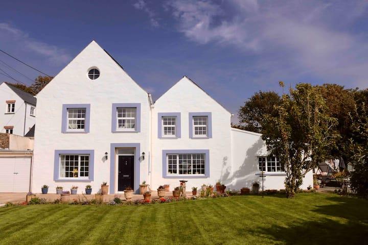 Luxury en-suite bnb in the heart of Little Haven