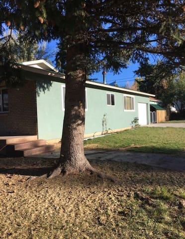 Cute Home close to everything! Perfect location