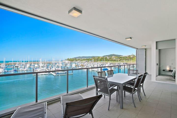 Airlie Beach - 2 Bedroom - Absolute Waterfront