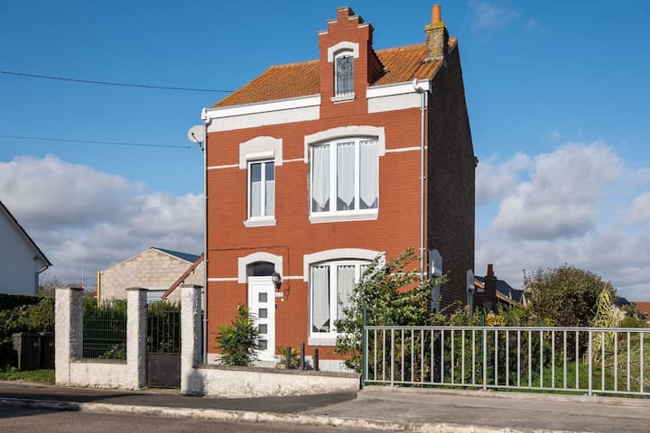 Pleasant Holiday Home in Saint-Pierre-Brouck with Garden