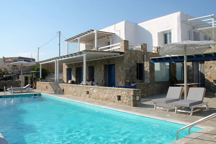 Luxury House 5mins from Ornos Beach (14m Pool)