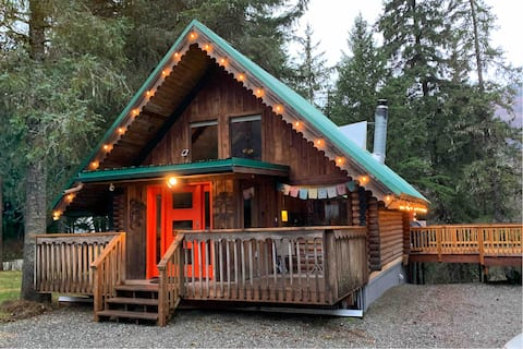 Comfortable and Cozy Girdwood Cabin