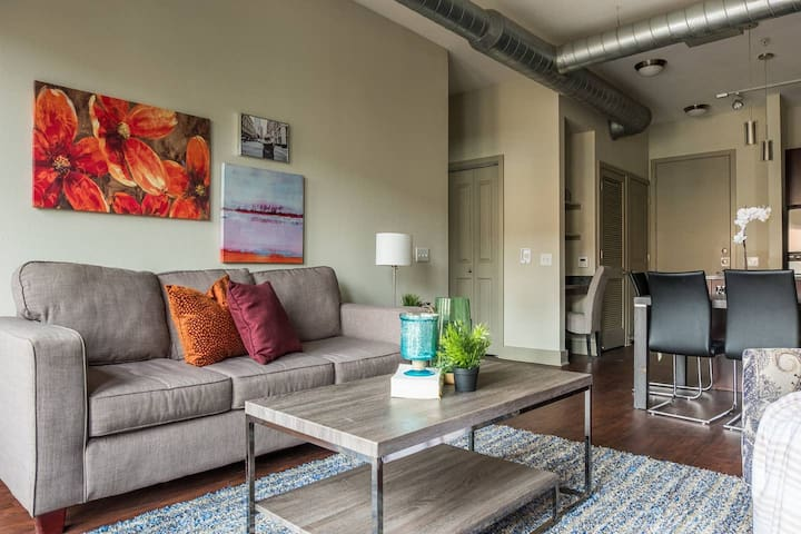 Elegant & Spacious | Minutes to Dallas Market Ctr
