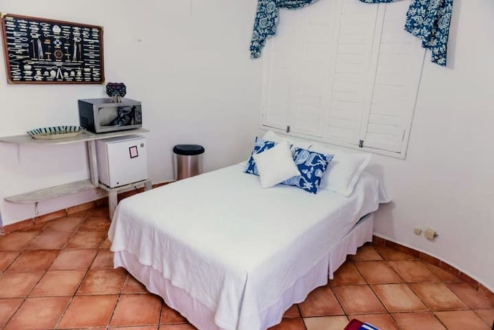 Cozy studio w/bath close to the beach and 5ta. ave