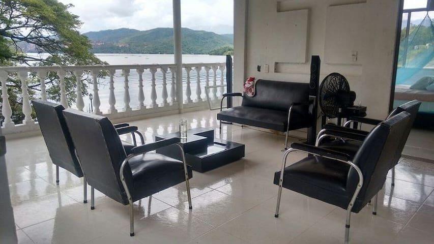 Linda casa en la isla del sol de Prado Tolima.
