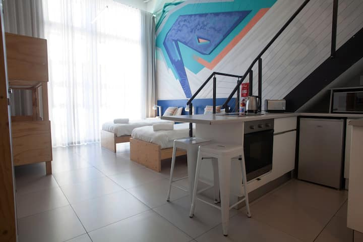 6 Bed Deluxe Mixed Dorm (SV) - The MOJO Hotel