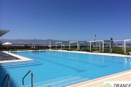Huge apartments with pool by the sea! - Gaziveren - 公寓