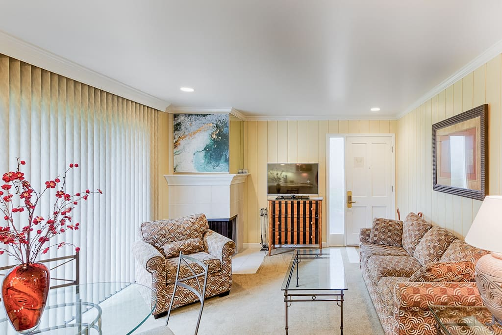 The well-lit living room features comfy seating for 4. Complimentary Wi-Fi is also provided.