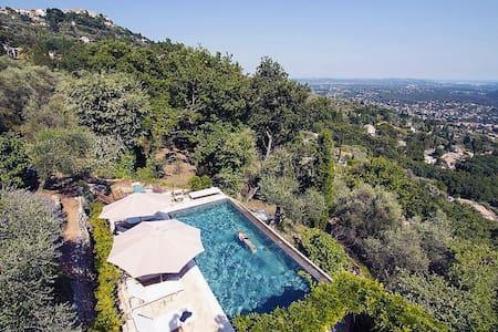 Infinity Pool. Panoramic Views - Spéracèdes