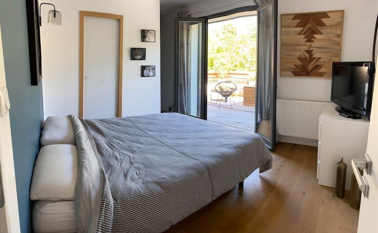 Chambre 3 parentale avec dressing salle de bain et terrasse