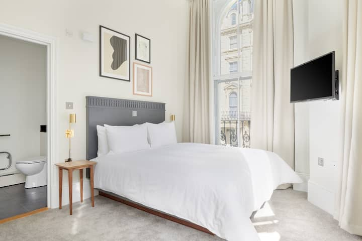 Sonder at Kensington Gardens | Private Room | Discounted Rates
