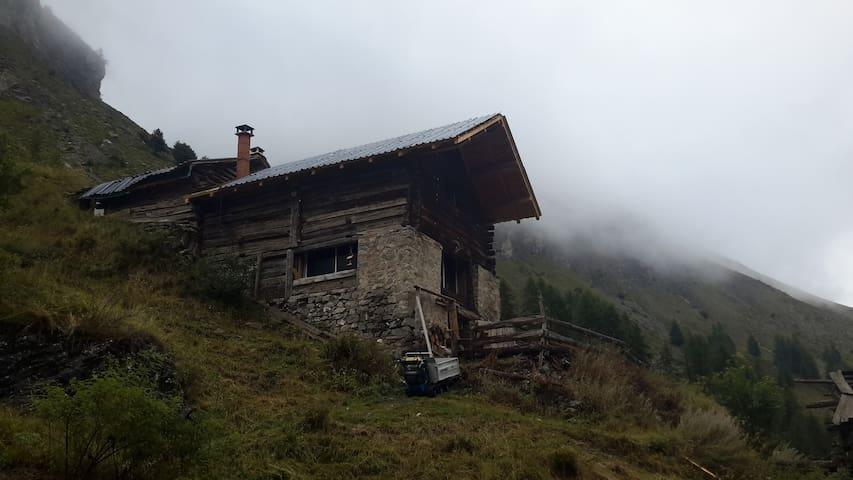 CHALET D'ALPAGE à 2000 m. Autonomie complète - Saint-Dalmas-le-Selvage - Bungalo