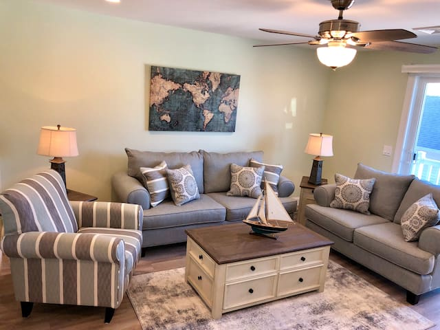 Family room with queen pullout sofa