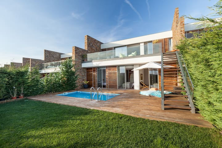 Whole in One - Golf Resort Pool - Porto District - Haus