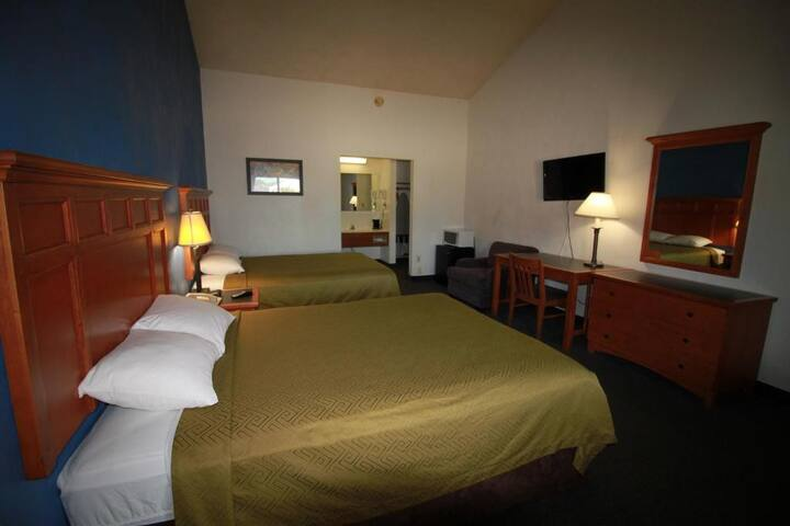 Lovely Room Two Double Beds At Greenville Area