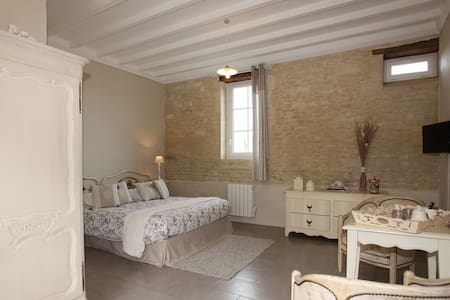Ferme desPérelles Chambre Romarin - Saint-Vigor-le-Grand - Bed & Breakfast