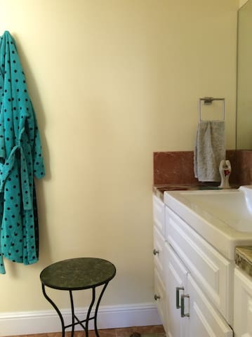 Immaculate: comfortable, go to work enjoy weekend - Menlo Park - Guesthouse