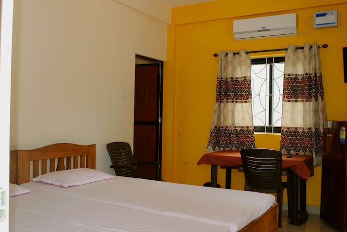 Blueberry twin-bedded room on the terrace - Calangute - Dům pro hosty