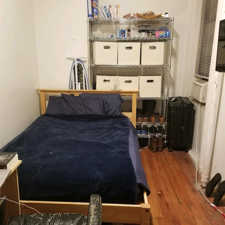 Large Room-Next to A-B-C-D trains - Washer&Dryer