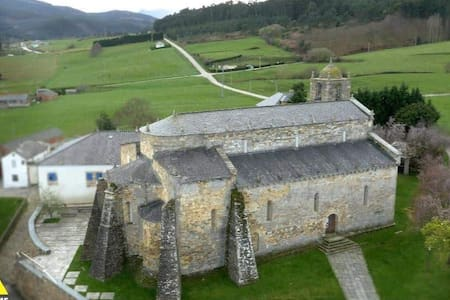 Casa Rural junto a Basílica Románica, Foz, Lugo
