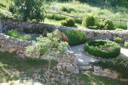 Stylish village cottage with great views & gardens - Caramanico Terme