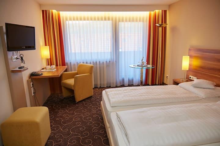 Flair Hotel Weinstube Lochner (Markelsheim), Doppelzimmer Komfort mit kostenfreiem WLAN und Innenpool