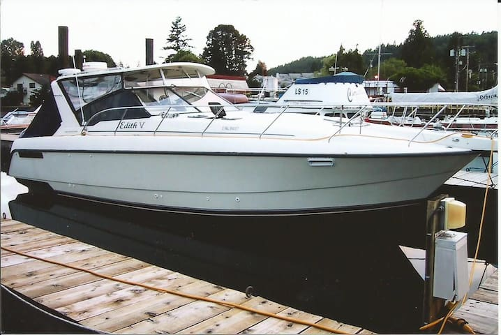 Your Private Floating Hotel - North Saanich