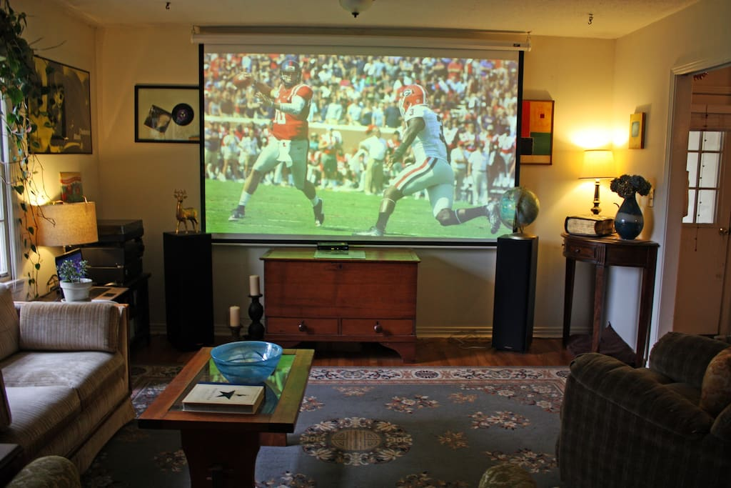 While there isn't cable TV in the house, we have a ready-to-use projector, huge installed screen, and a stereo system. With our high-speed internet connection, you can use your laptop to stream games, movies, or whatever else you'd like.
