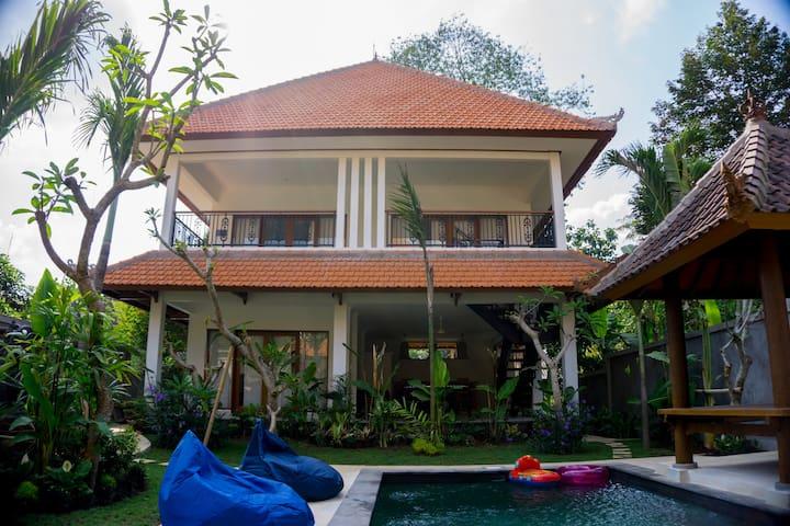 Riverside 6 Bedroom Pool Villas near Canggu