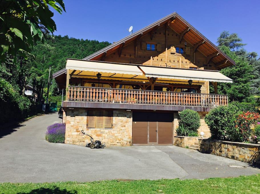 Maison sur le bord du lac d 39 annecy maisons louer for Annecy maison a louer