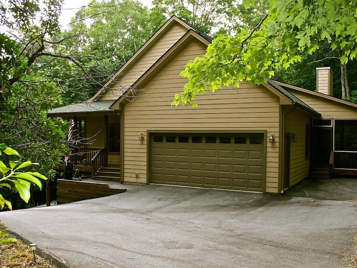 "Connestee Falls ""Woodland Villa"" 4/3 Upscale Gated Golf/Lake Resort Mountain Home - 2 King BR"