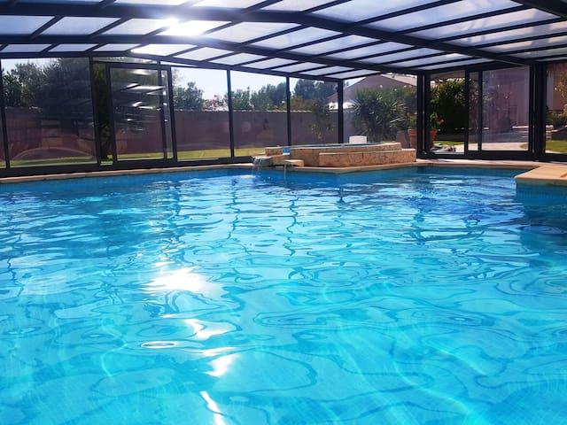 villa 160 m² piscine jacuzzi  à10 mn de narbonne