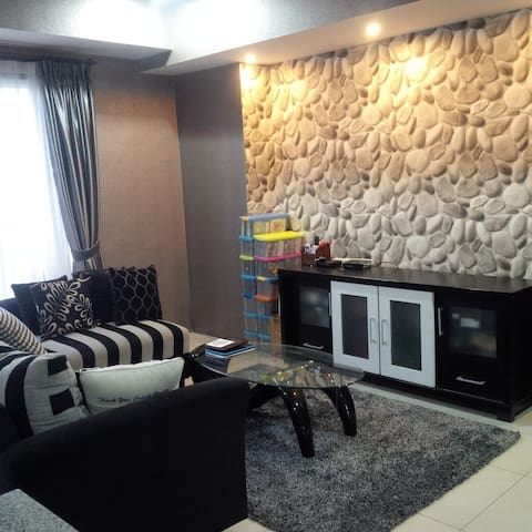 Comfortable, Fully Furnished 3 BR Apartment