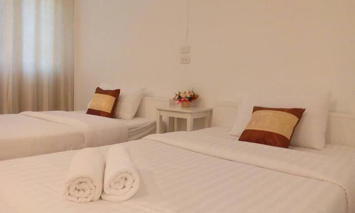 Twin Bed & WIFI in Private Room@City center