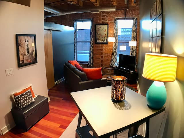 Updated Loft in the heart of Downtown! - Columbus - Condomínio