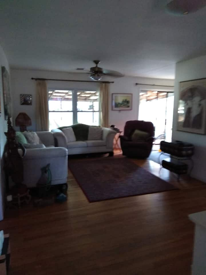 Adorable bedroom close to Pensacola  Beach