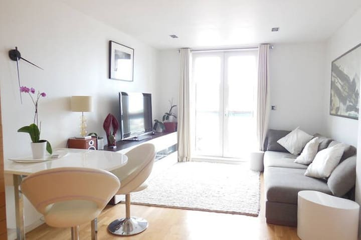 Luxury 1-bed flat in Canary Wharf area