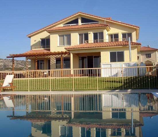 Athina Villa