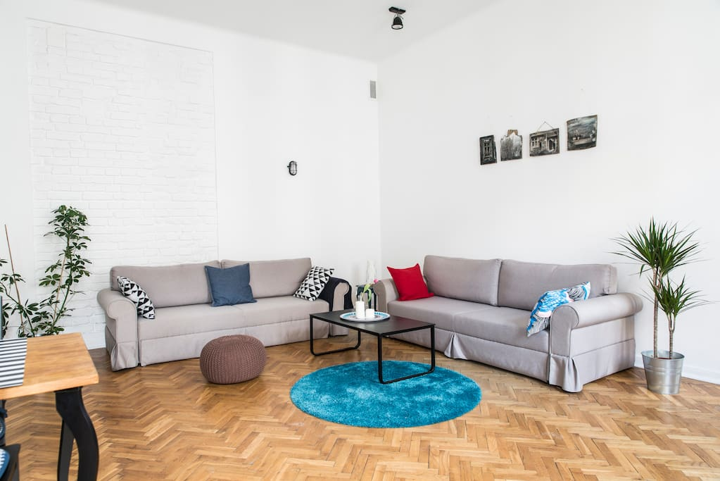 LIVING ROOM - come and experience yourself the feeling of a aristocratical apartment right in the heart of a reborn, vibrant district of Warsaw